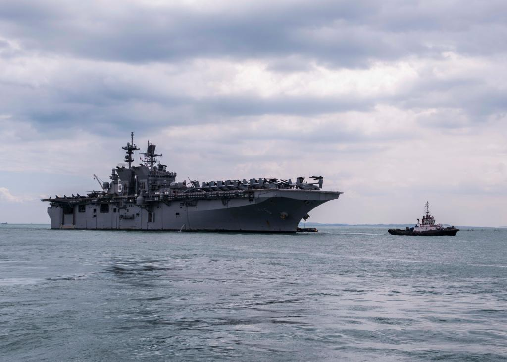 #USSAmerica departs #Singapore after holiday visit - https://t.co/AswQefC2z3 (File pic) https://t.co/0peJCYstMP