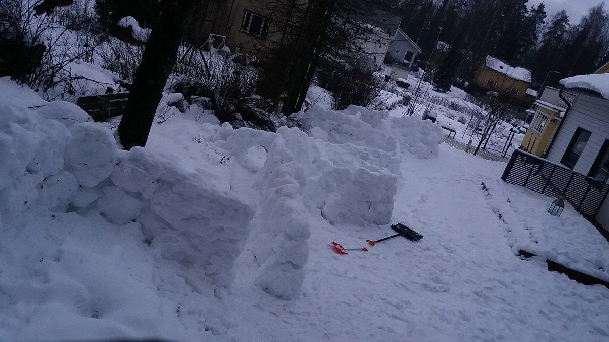 test Twitter Media - Rakentamisen korkeasuhdanne jatkuu. Olosuhteet ainakin Pirkanmaalla ovat olleet erityisen suotuisat lumilinnarakentamiselle. Nyt kun vielä lapsetkin innostuisi. https://t.co/lRgDSs0Iw5