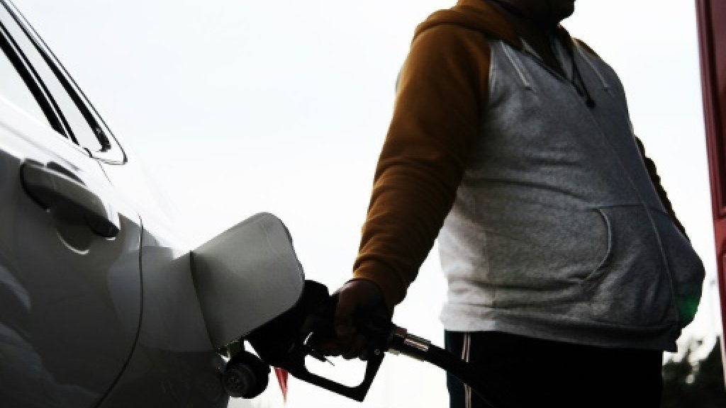 US oil prices end above $60 for 1st time in 2-1/2 years