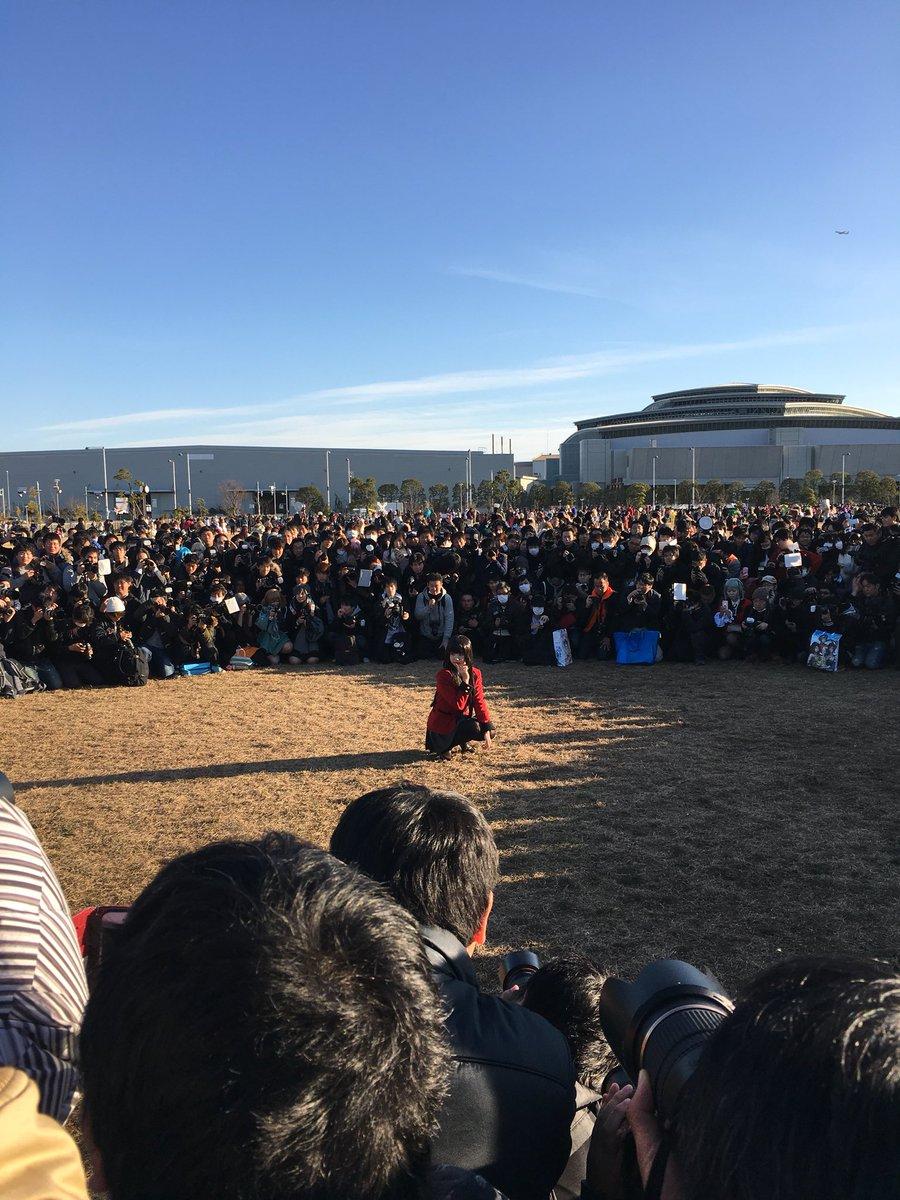 日本一のコスプレイヤーえなこさん、コミケで大量のカメコに囲まれる  [114013933]->画像>196枚