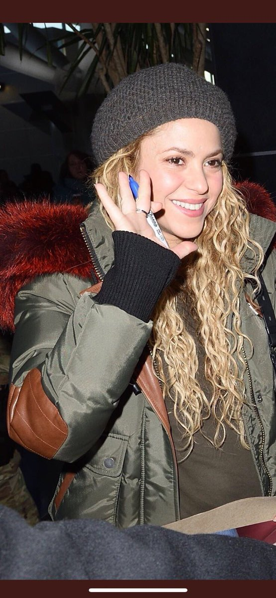 At the airport in NYC. Saying hi to my amazing NY fans. Shak https://t.co/fc2xjVmFFy