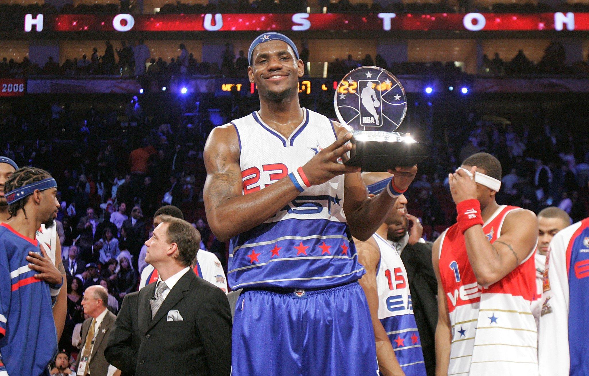 Happy 33rd Birthday to 13x #NBAAllStar and 2x #NBAAllStar MVP (2006, 2008)... @KingJames of the @cavs! #NBABDAY https://t.co/UcT4dI92tE