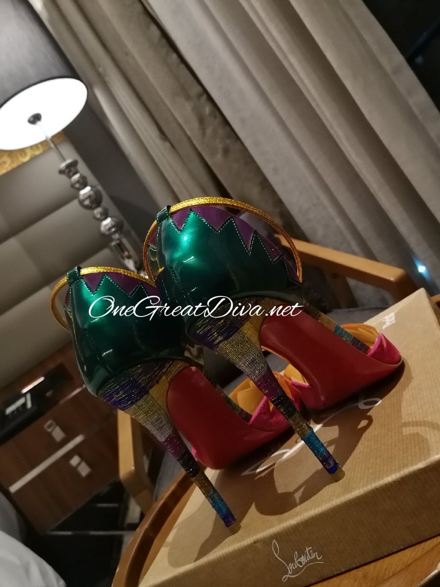 1 pic. So you voted for #Louboutin  there you have it!  Kneel and Worship! KBrxFrt56D