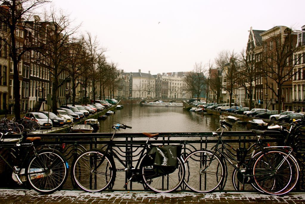 Winter in Amsterdam.. https://t.co/KuPn510wQV https://t.co/OsnyYO9srD