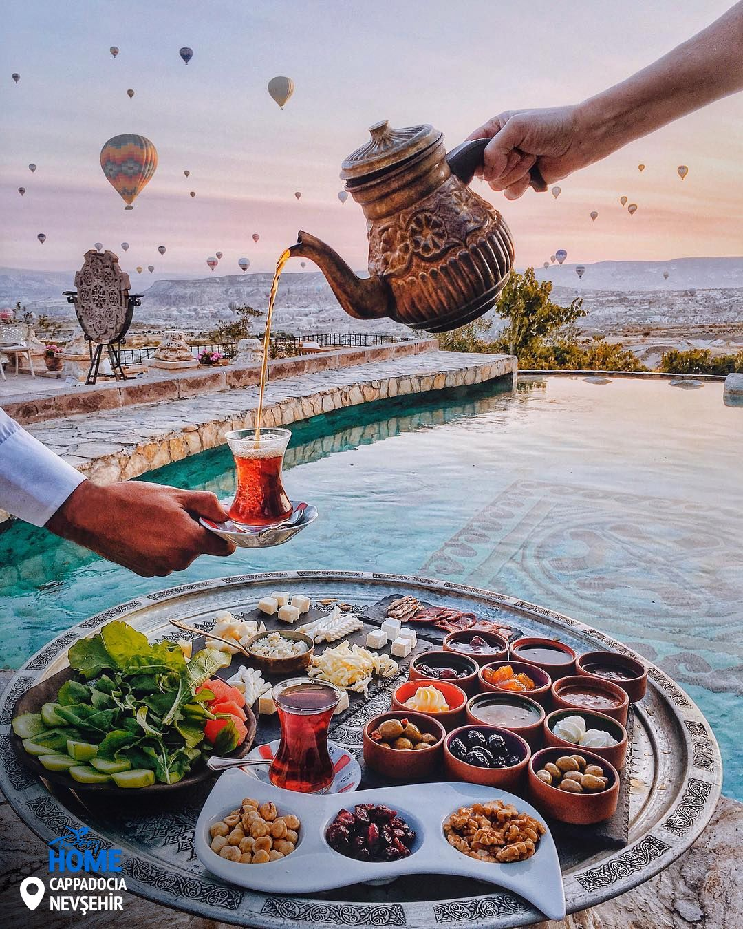 #TurkishTea, #TurkishBreakfast, and a view that is not of this world!  📷 :tiebowtie/IG  #Turkey #Homeof #Cappadocia https://t.co/wF889maRCS