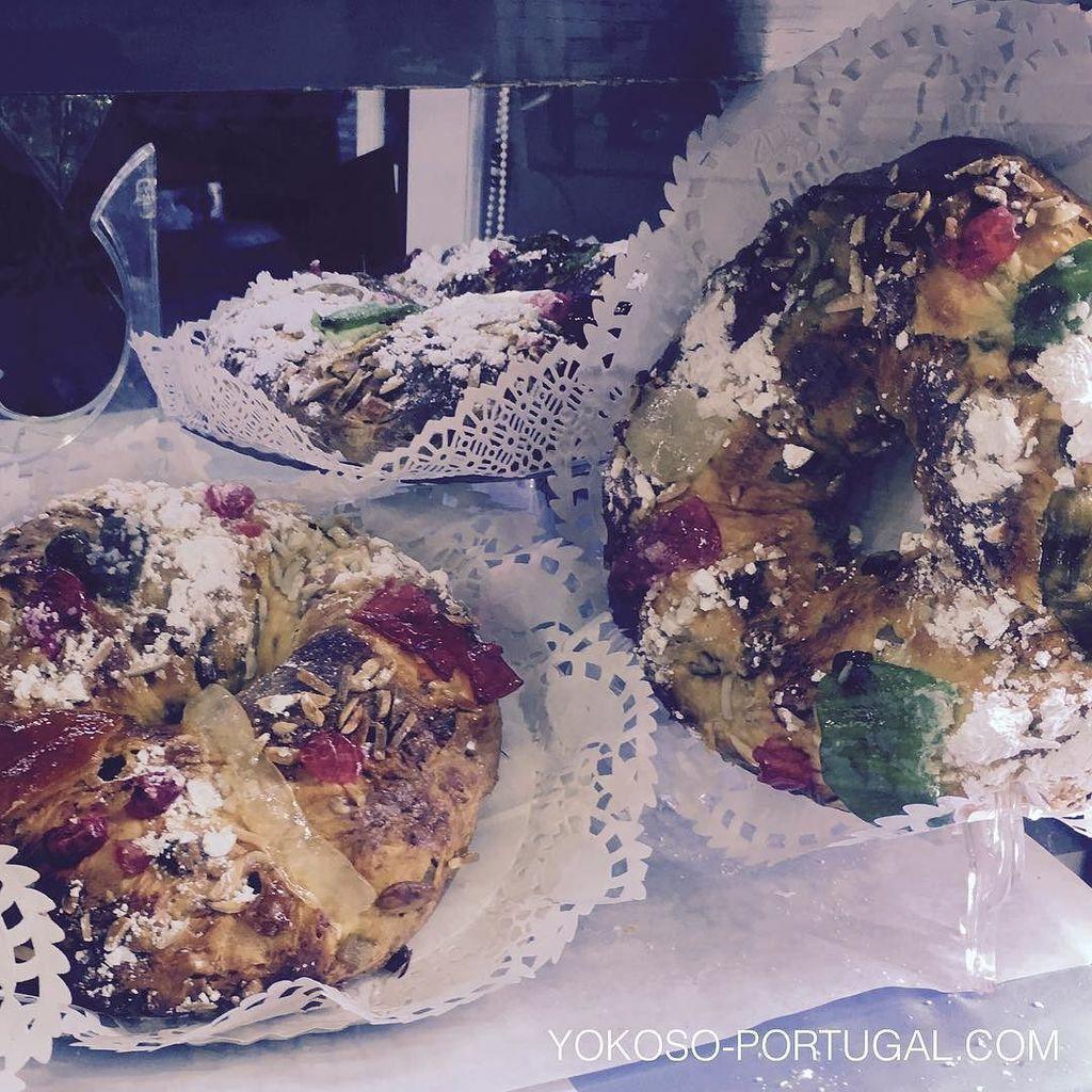 test ツイッターメディア - クリスマスシーズンの定番ケーキ、ドライフルーツがたっぷり入ったBolo de Rai。リスボン、バイシャ地区にあるConfeitaria Nacionalが元祖です。 #リスボン #ポルトガル https://t.co/4yz1ZTw7nd