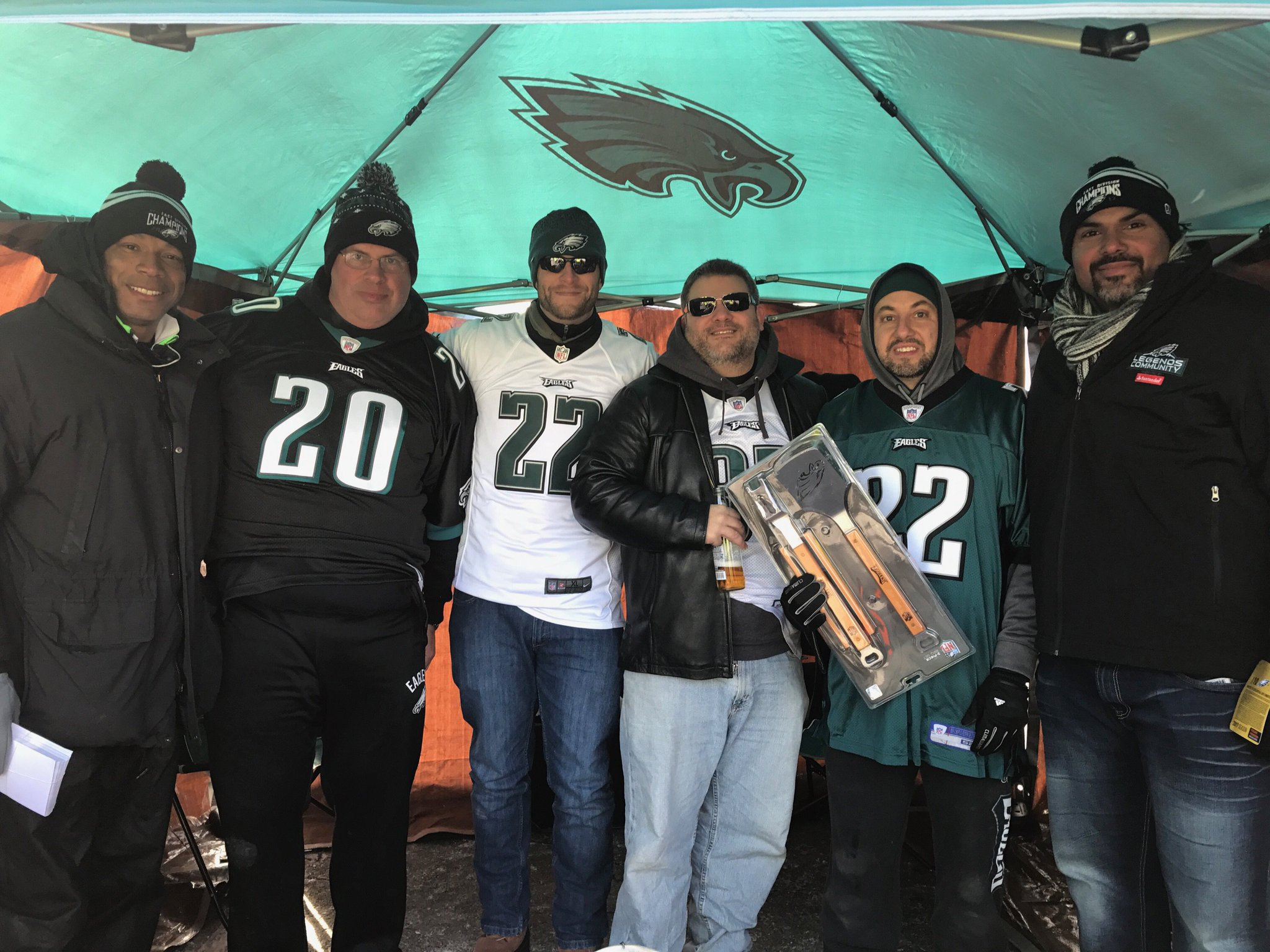#Eagles alums Brandon Whiting and John Booty with our @pickNRG Fans of the Game! #PowerPhilly https://t.co/jlOWesh1Wp