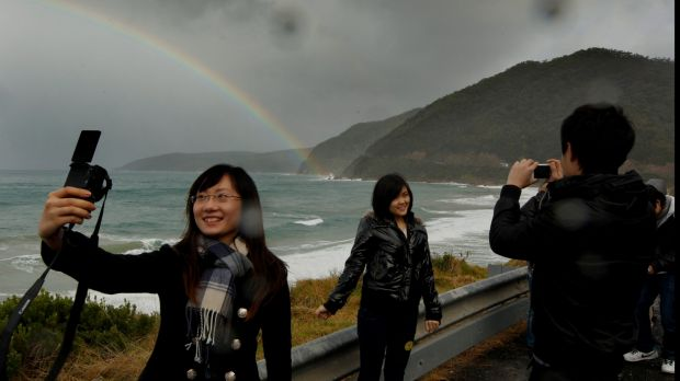 Chinese tourists look beyond the package tour and hit the road