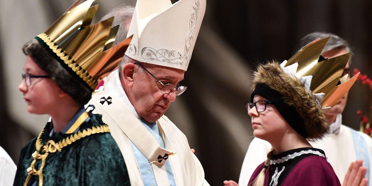 Pope on 2018: Forget life's baggage, work for peace