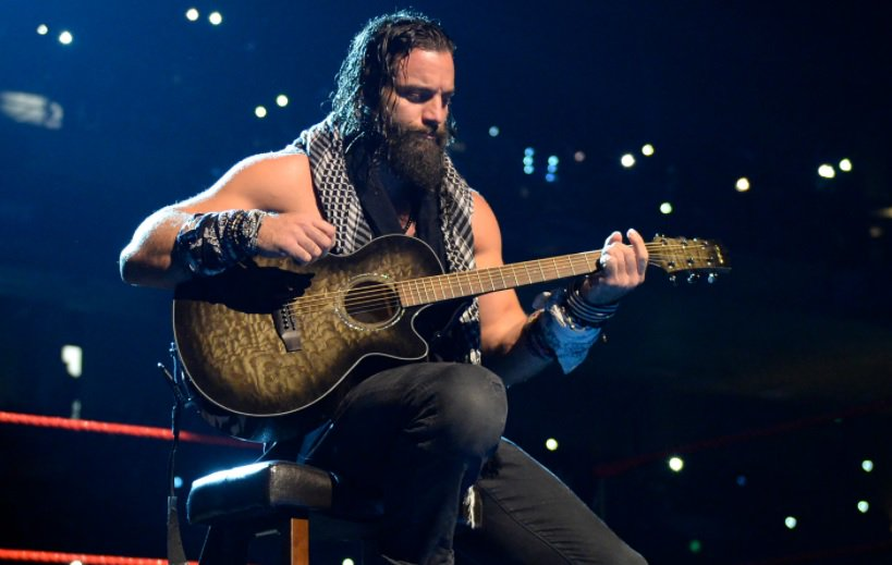 Elias Covers Drake Song At WWE Live Event (VIDEO)  Details Here: https://t.co/ahfmhZ9t2J https://t.co/RjdMssdQZt