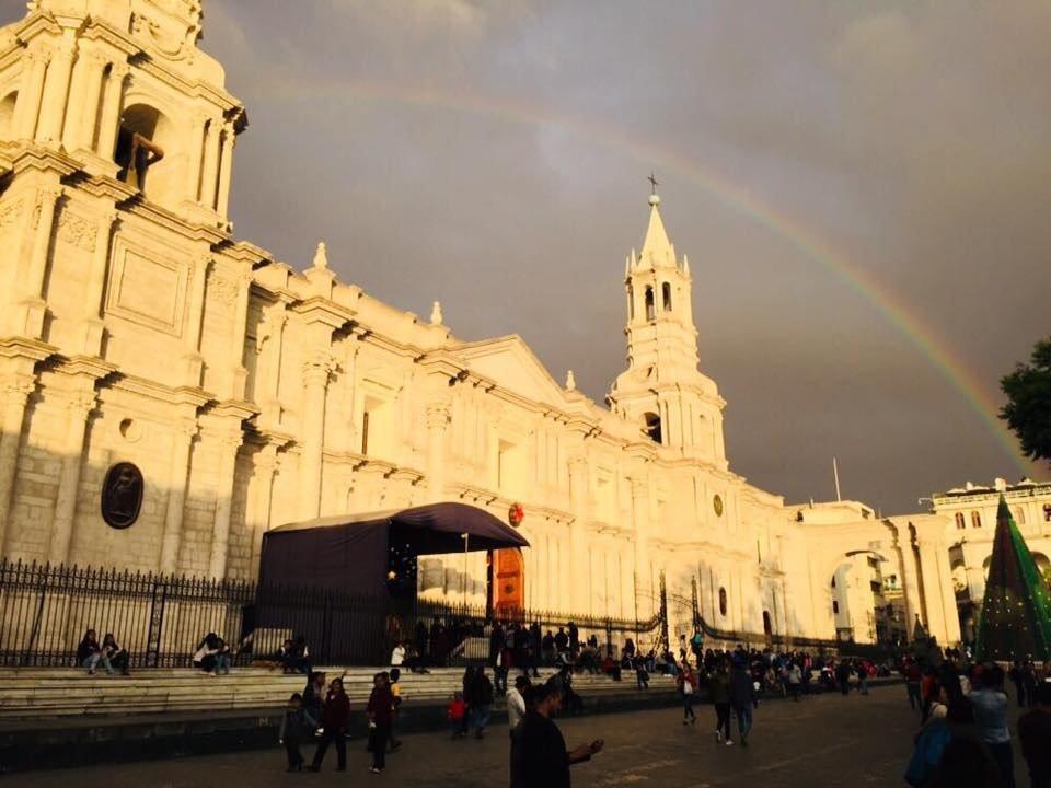 RT @jorgeluisod: La Catedral y el arco iris, bella postal de mi ciudad, Arequipa. https://t.co/8N3ej5jAaH