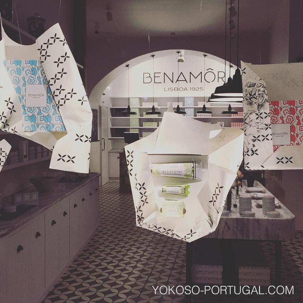 test ツイッターメディア - 1925年、リスボンで生まれたビューティーブランド、BENAMOR。バイシャ地区に新しいお店がオープンしました。かわいらしいレトロなデザインで、ハンドクリームなどはお土産にもおすすめです。 #リスボン #ポルトガル https://t.co/lHFKMo9Per