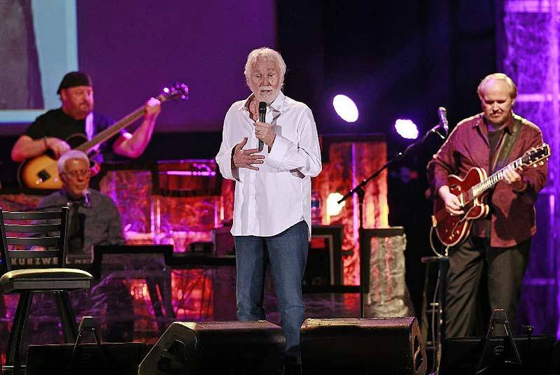 RT @_KennyRogers: From a past show at the Ohio State Fair. Photo by Barbara Perenic https://t.co/SxKpCjgTtX