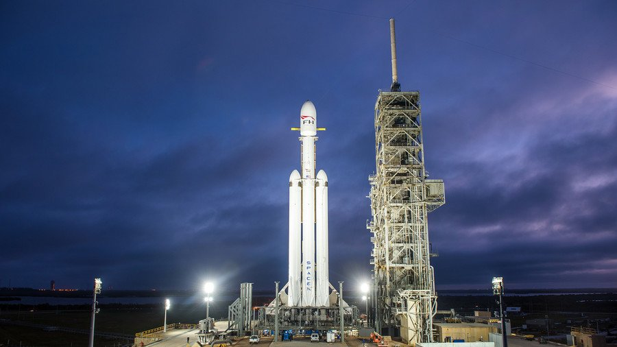 SpaceX posts stunning footage of Falcon Heavy on Florida launchpad