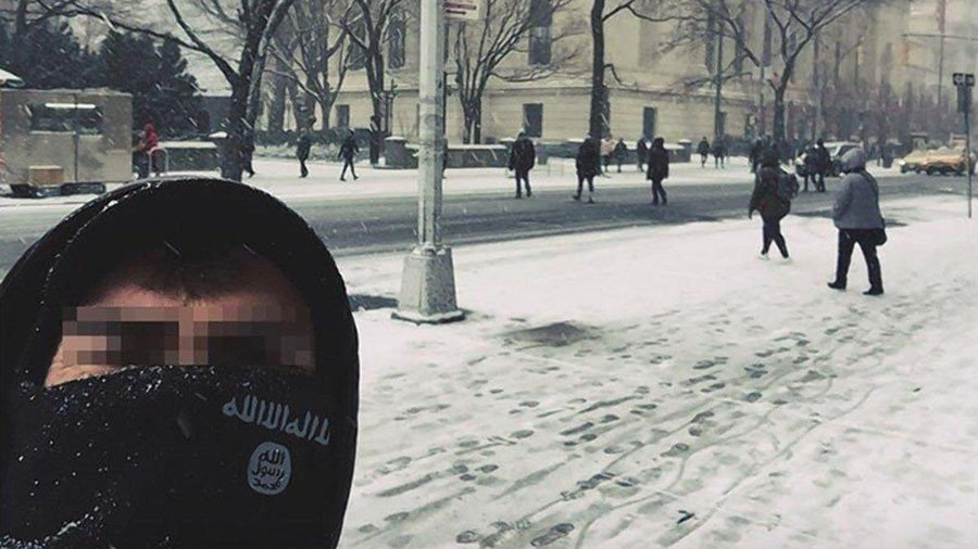 NYPD investigating ISIS supporters' selfies at Met & World Trade Center