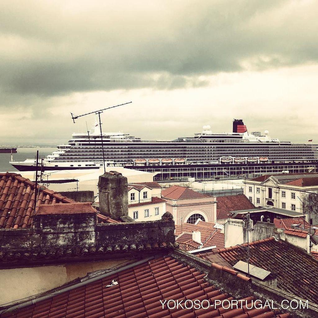 test ツイッターメディア - リスボンのサンタ・アポロニア港の停泊中の、大型客船クイーン・エリザベス号。 #リスボン #ポルトガル https://t.co/lYu7PZFhW5