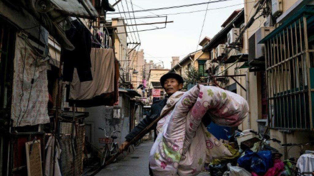 Old Shanghai neighbourhood shivers in winter