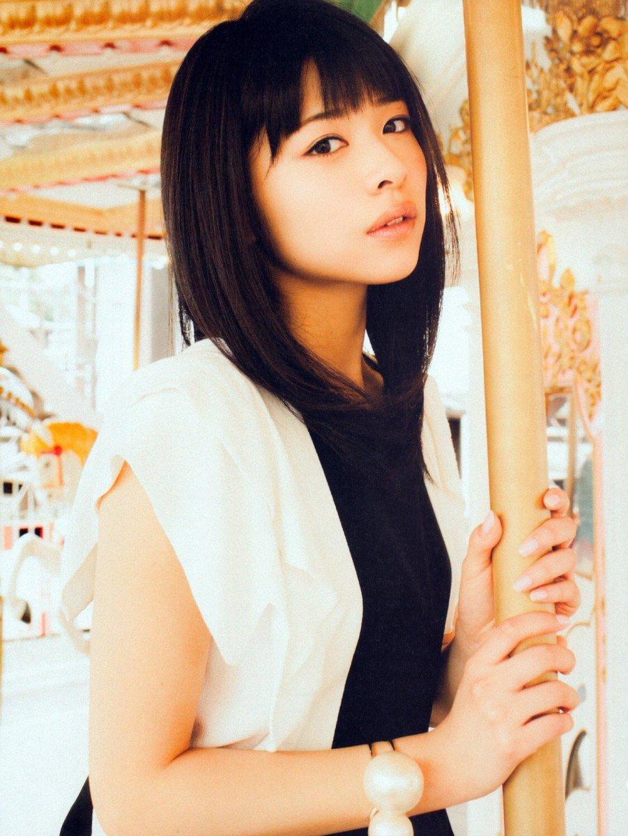 ファッションモデルの金澤朋子さん