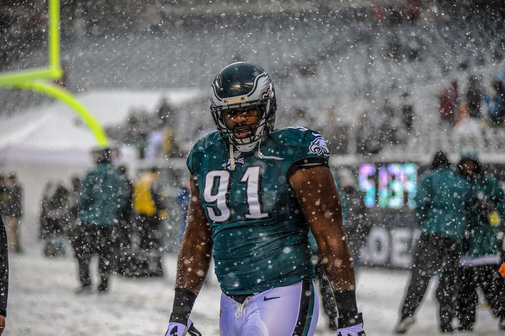 #tbt to another snow day back in 2013.   #FlyEaglesFly https://t.co/xEOoy5709C