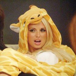 My face when I see #CBBAshley wearing my #CBB giraffe   Deja vu ???????? https://t.co/vDsTZX1kn0