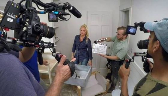 """Could DIY Network's """"Bargain Mansions"""" starring Leawood mom Tamara Day be headed to HGTV? 