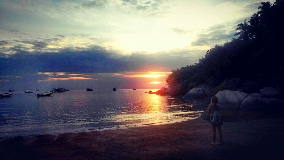 2 pic. This is the fucking paradise!  I 💜 #Kohtao YFX3WPcwYl