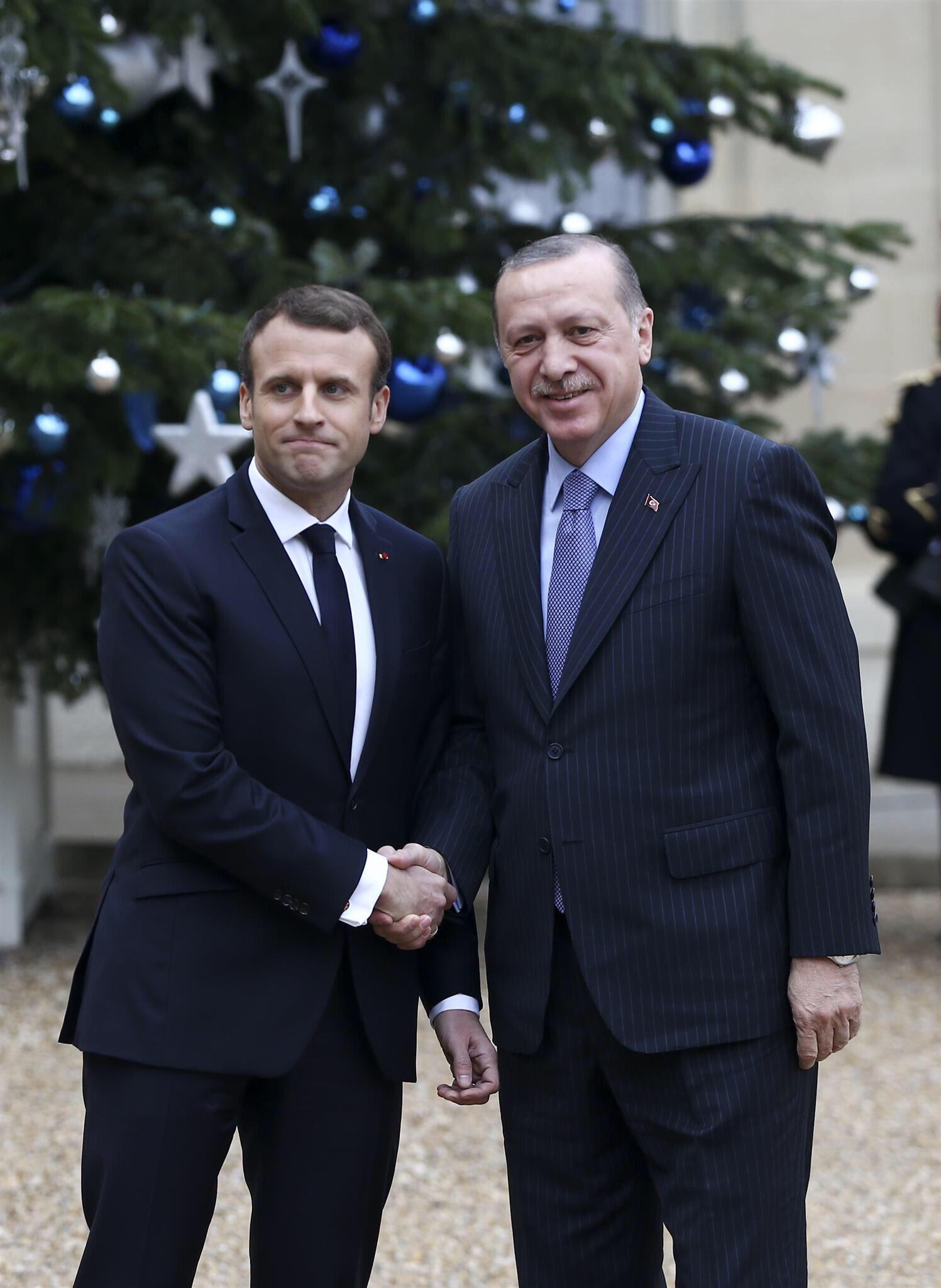 Cumhurbaşkanımız Recep Tayyip Erdoğan, Fransa Cumhurbaşkanı Emmanuel Macron tarafından resmi törenle karşılandı. https://t.co/74oFkxdwPE