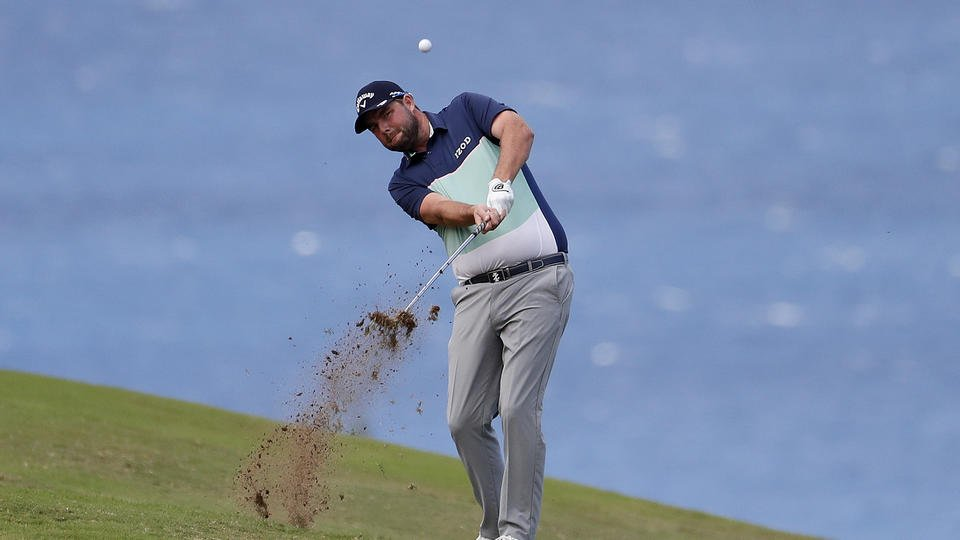 Leishman opens with a 67 to lead at Kapalua