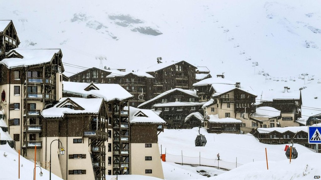 Heavy snow cuts off Alpine ski resorts in Italy &