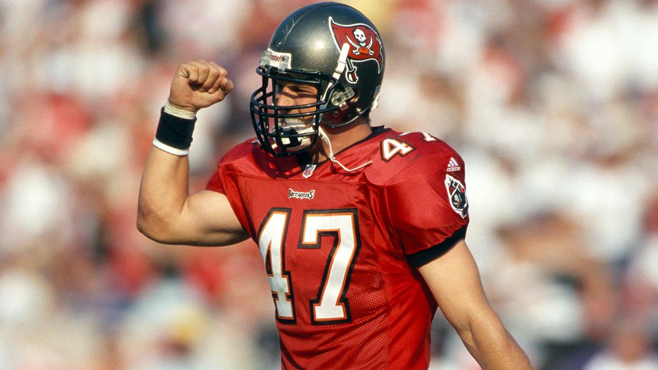 RT if you think John Lynch should make the Pro Football Hall of Fame this year! https://t.co/otjr8ywNcG