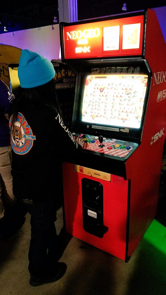 just playing a Neo Geo cabinet in my @Fangamer Neo Geo shirt (which is being sold at MAGFest right now) https://t.co/u8cdCEOAWe