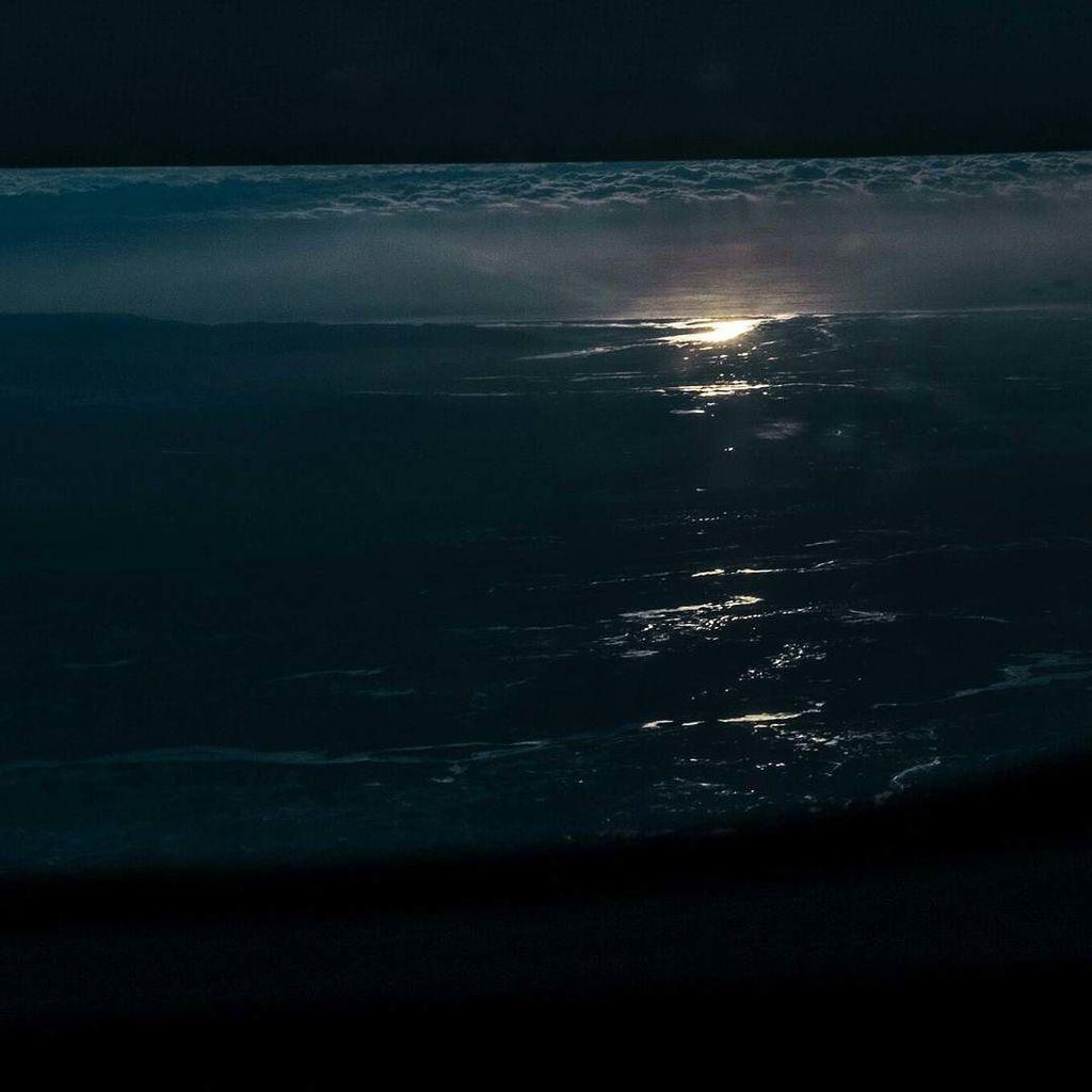 Window over aisle #arctic #sunset #airicelandconnect https://t.co/c8GKgQ7SqI https://t.co/gskMCheXLf
