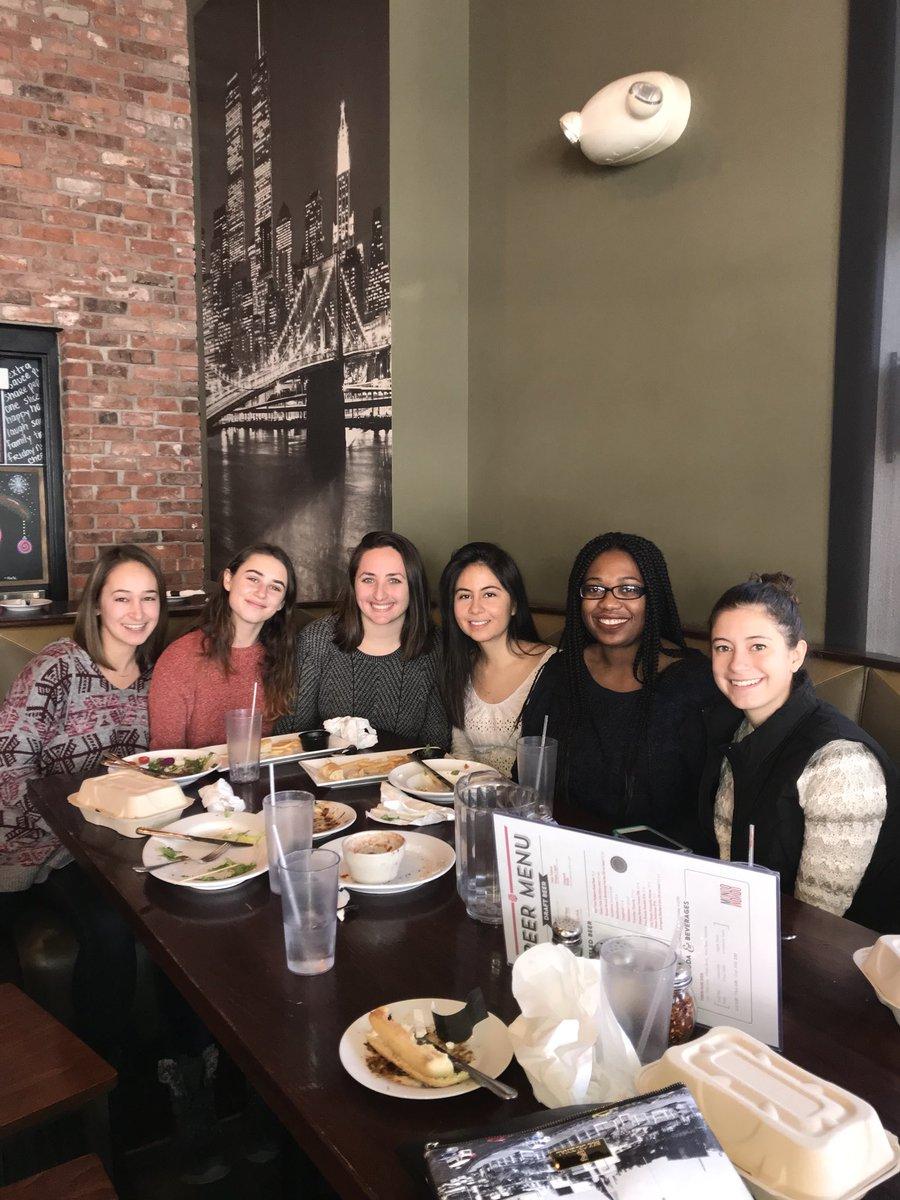 test Twitter Media - Excellent group of female researchers in the making! 🙌🏽👍🏽#EndOfSemesterLabLunch https://t.co/gTTZe716nj