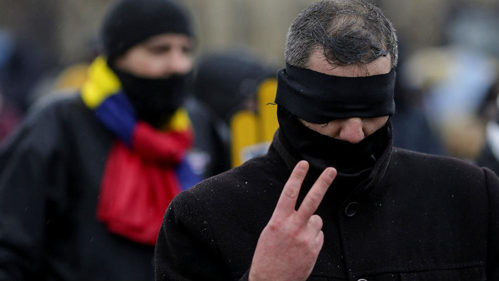 Watch: Romanians march towards Bucharest for anti-corruption protest