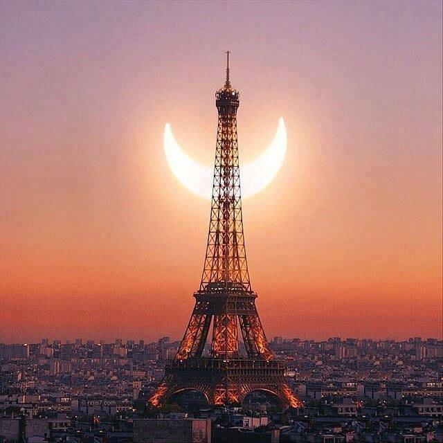 #eiffel #tower #smile #moon #france #city #capital #global https://t.co/UO7CjTNYP7