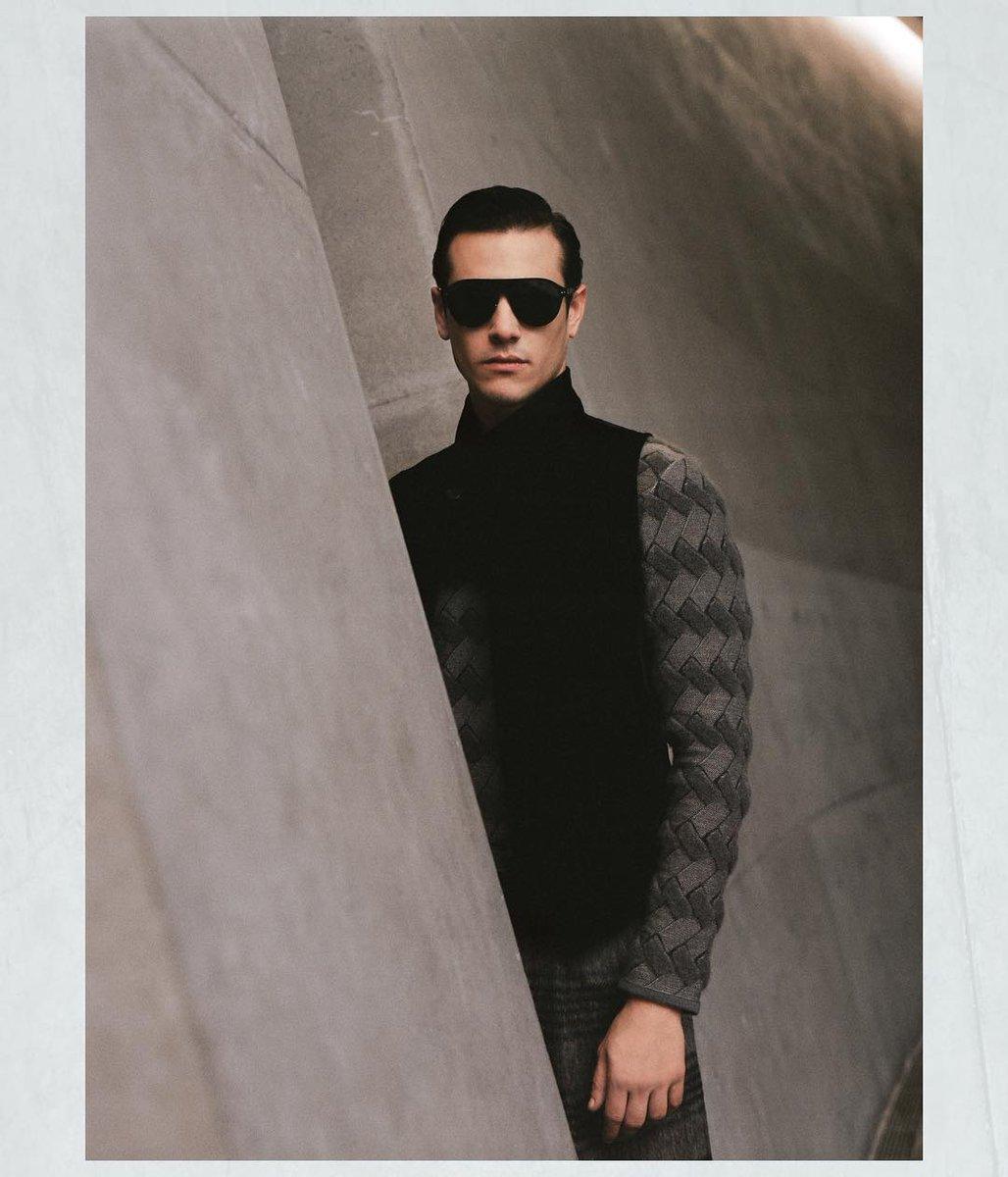 ジョルジオ アルマーニ 2018-19年秋冬メンズ・コレクションからーランウェイのメインを飾るのは季節を感じさせるグレーカラー。#GiorgioArmani #mfw https://t.co/S1RyCtCrQZ