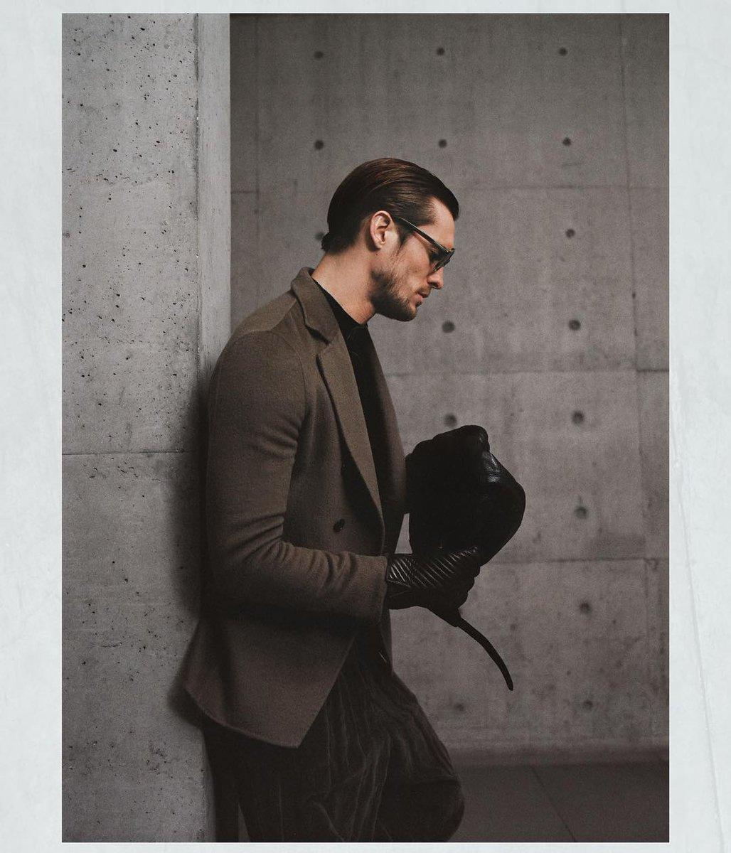 ジョルジオ アルマーニ 2018-19年秋冬メンズ・コレクションからーミラノの街並みに溶け込む、温かみのあるアースカラー。#GiorgioArmani #mfw https://t.co/VDnwbbrneX