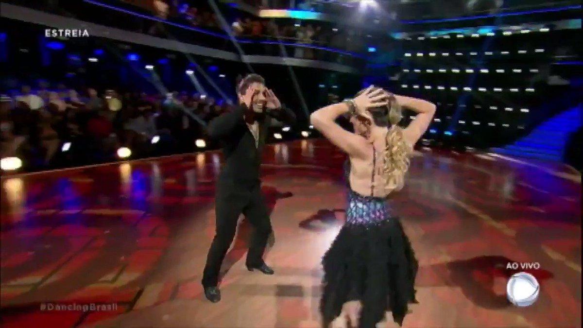 Douglas Sampaio. Foto do site da Dancing Brasil que mostra Douglas Sampaio e Sarah encaram o temido jive em primeira apresentação #DancingBrasil