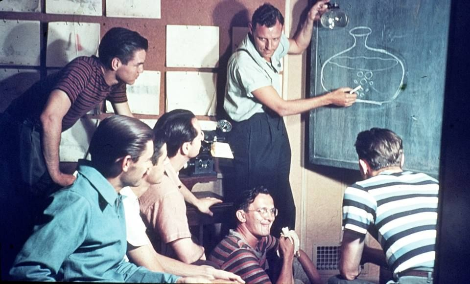 """RT @HistoryInPics: Workers at Disney at a meeting about how to animate water bubbles in """"Pinocchio"""", 1939. https://t.co/VtE0YM0po7"""