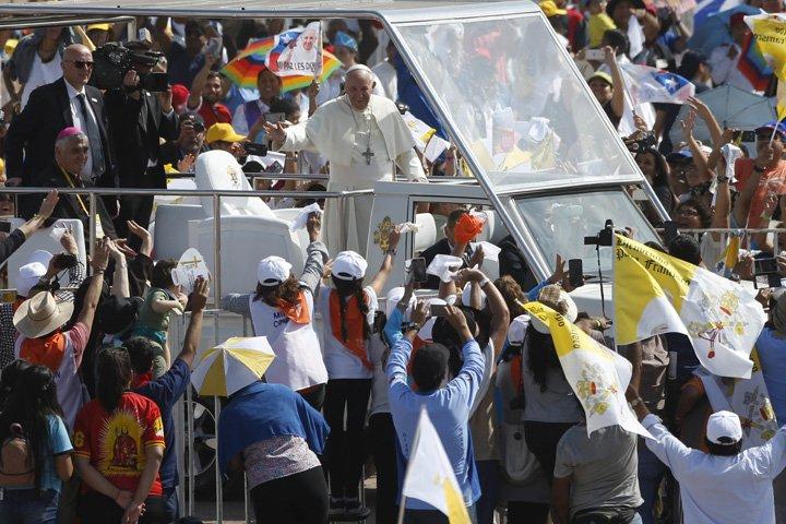 @BroadcastImagem: Papa Francisco chega para celebrar missa campal na Praia do Lobito, em Iquique, Chile. Juan Karita/AP