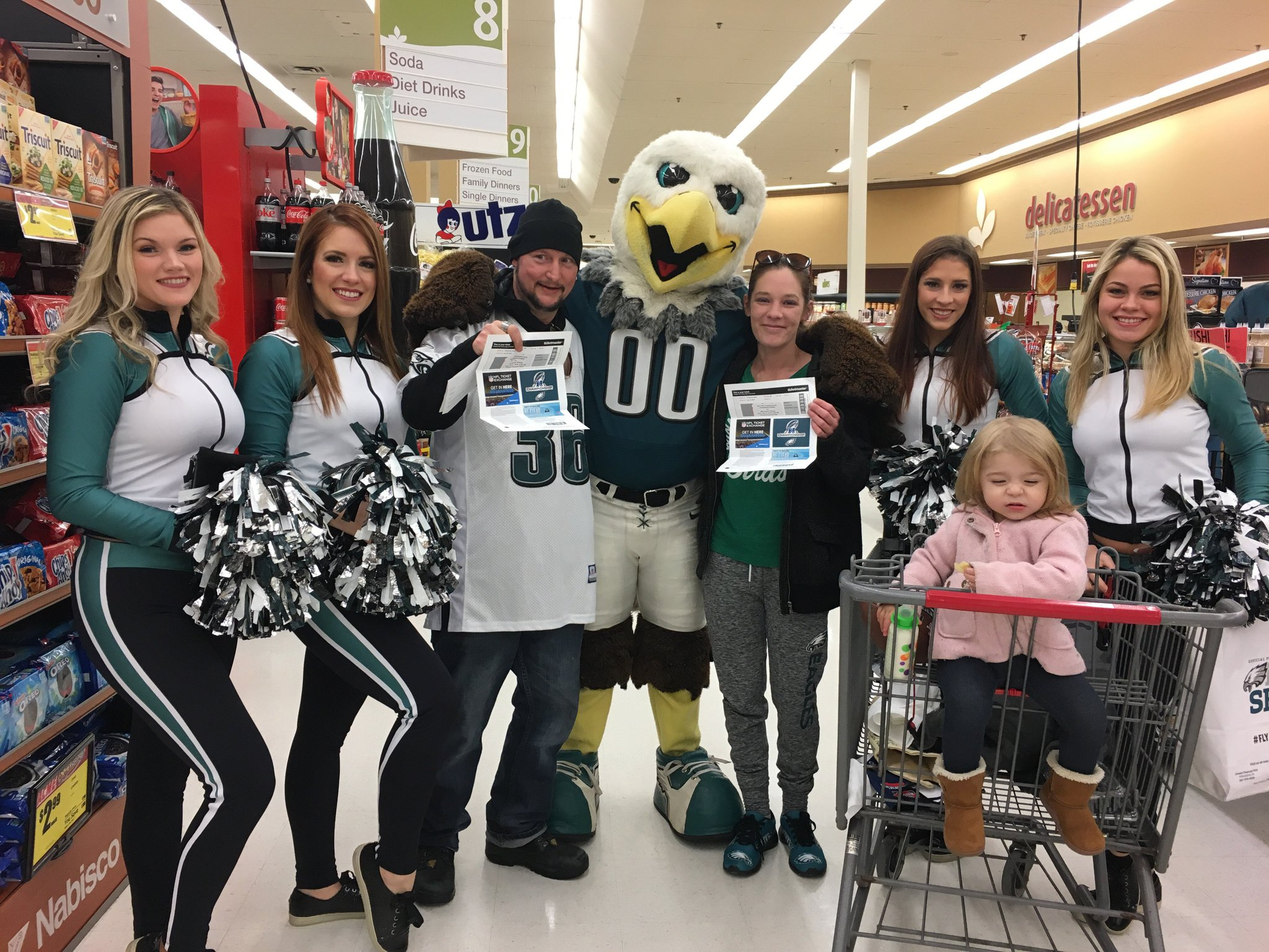 Congrats to the winners from today's Playoff PopUp at @acmemarkets!  #FlyEaglesFly https://t.co/IDwkbcf1J0