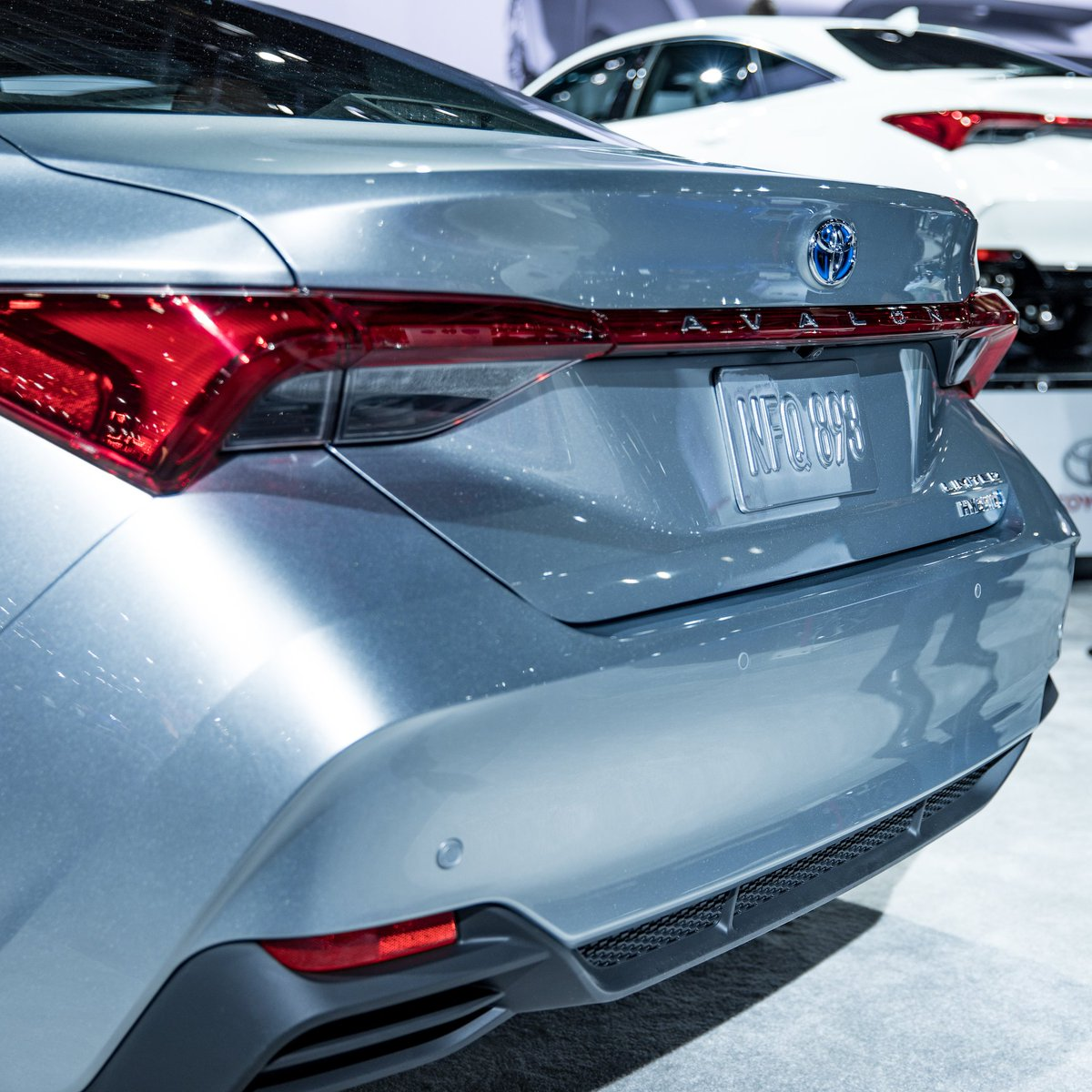 The #Avalon continues to be the only full hybrid in its segment. Introducing the all-new 2019 Avalon Limited Hybrid, built to carry on that legacy. #NAIAS https://t.co/asvsyubMzj
