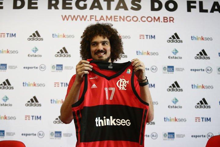@BroadcastImagem: Anderson Varejão assina por 20 meses e é oficializado como reforço do Flamengo. Fábio Motta/Estadão
