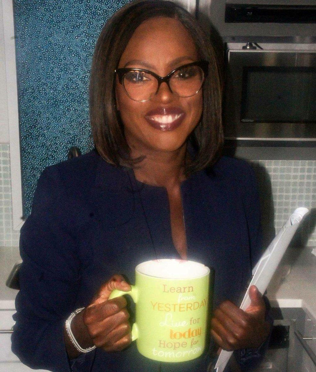 RT @violadavis: Happy #TGIT! Who's live tweeting with me tonight? #GreysAnatomy #Scandal #HTGAWM https://t.co/qQMKmKeofG