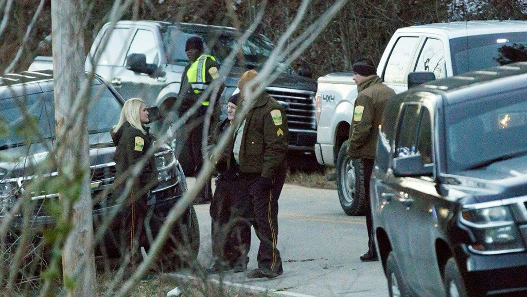 4 dead in apparent triple homicide-suicide in Calhoun County