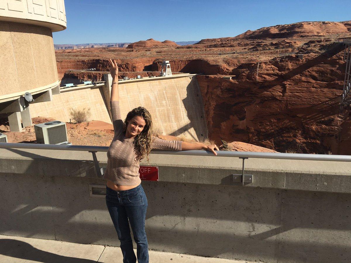 1 pic. Glen Canyon Dam and Lake Powell. mQJL5UqjOd