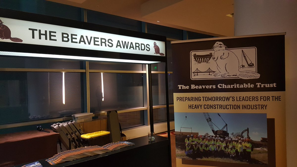 2 pic. This is a real thing happening right now at the same time as AWARDS ... the #beaverAwards