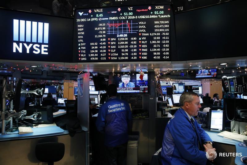 Wall Street traders brace for meager paychecks as bonus season approaches https://t.co/GLx6JOy1Td https://t.co/9ppZTPJc66
