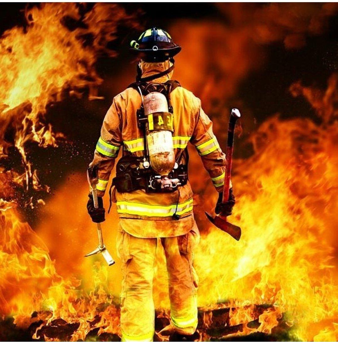 RT @yaminpour: یکسال گذشت... ساعتهای بُهت و دلهره  روحشان شاد یادشان گرامی  #شهدای_آتشنشان #پلاسکو  #سانچی https://t.co/dk7eaUGdg4