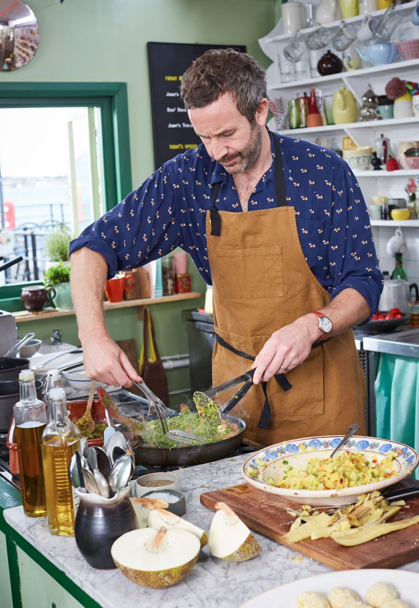 Confused @BigBoyler? Have you tried turning the hob on and off again?! #FridayNightFeast https://t.co/p3ukBuc3lX